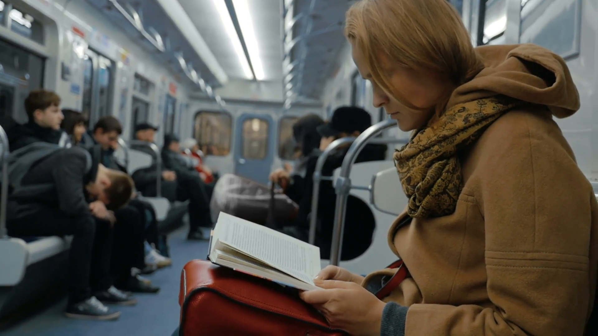 """15 Books to Read If You Loved """"The Girl on the Train"""""""