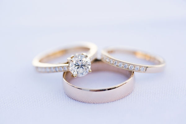 http://158.69.55.95/wp-content/uploads/2018/11/Engagement-Ring-vs-Wedding-Ring-and-band.jpg